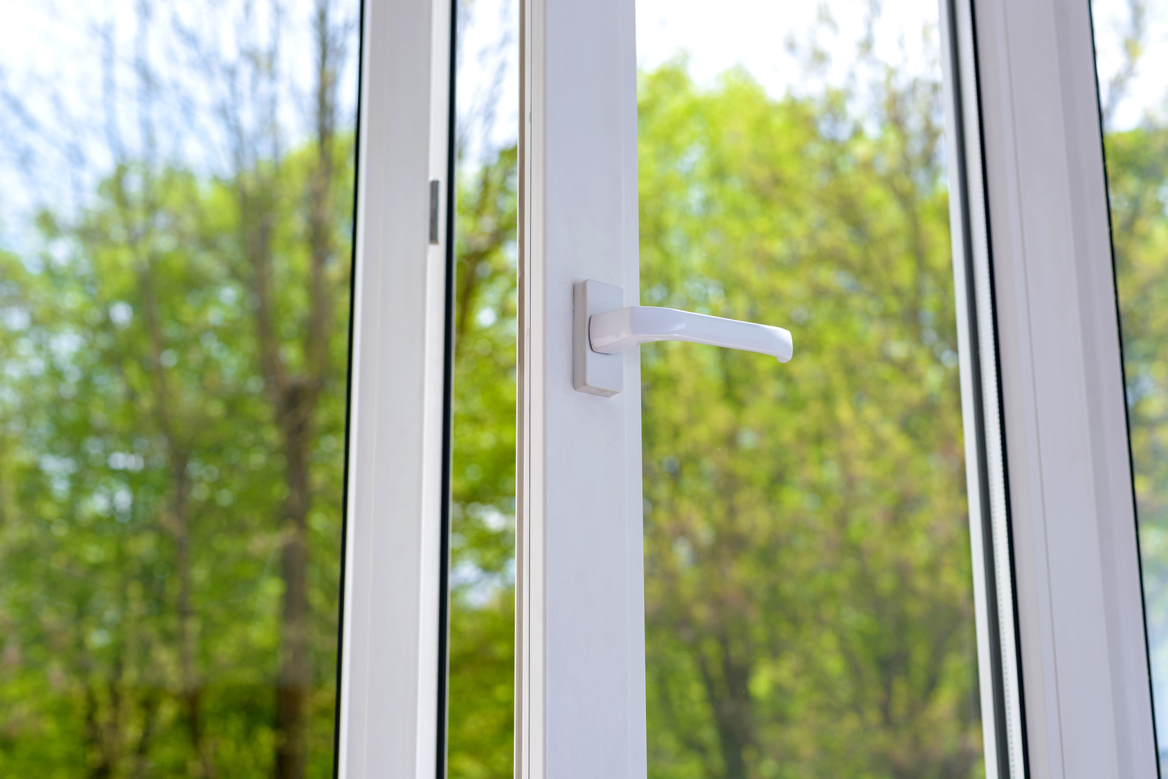 Vinyl replacement windows vs fiberglass windows virginia beach for Good replacement windows